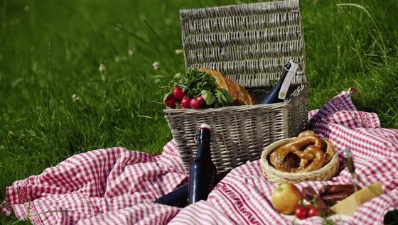 Mit dem Lieferservice Deeliva lässt sich künftig ein Spontan-Picknick unbeschwert per App-Bestellung organisieren.