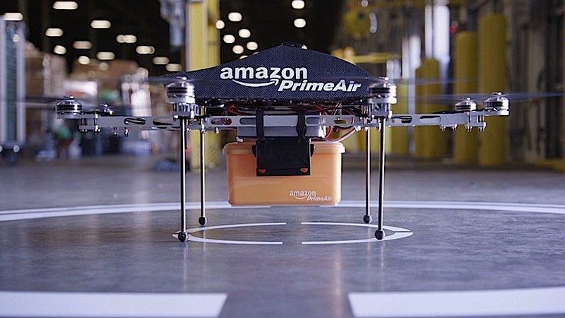 In den USA wartet Amazon noch auf die Genehmigung der Luftfahrtbehörde, um mit der Drohne in die nächste Testphase zu starten.