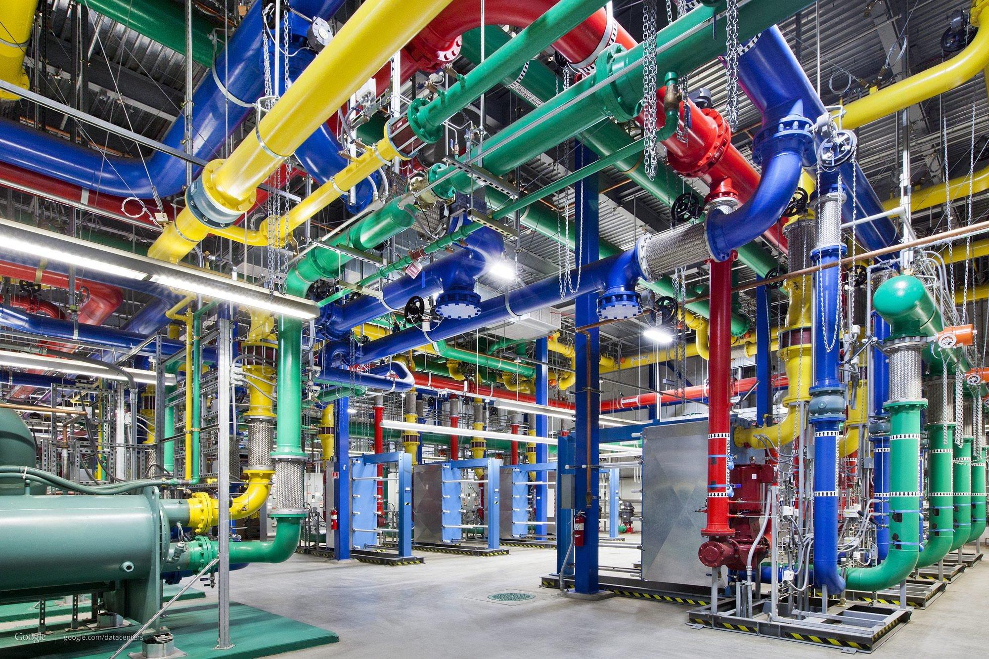 Google Data Center: Der Internetriese investiert in verschiedene Projekte, um das Netz für seine Nutzer schneller und zuverlässiger zu machen.