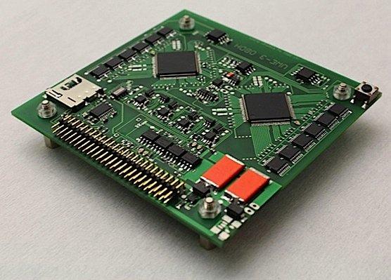 Besonders robust ist der Satellit, weil alle wichtigen Computerchips doppelt verbaut sind. Im Fall eines Defekts schaltet der Satellit automatisch auf das Reservebauteil um.