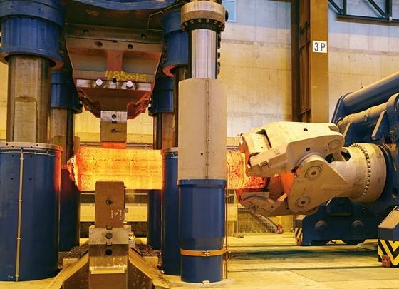 Eine robuste Funktechnik von Siemens unterstützt bei der Produktion riesiger Stahlteile.