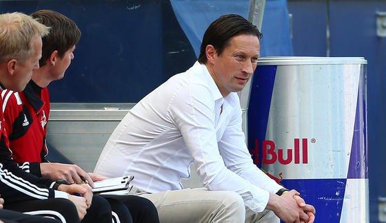 Roger Schmidt, Maschinenbauer und aktueller Trainer des FC Red Bull Salzburg, wechselt im Sommer zum Bundesligisten Bayer 04 Leverkusen. Schmidt arbeitete bis 2007 beim Automobilzulieferer Benteler und entschied sich dann, in den Profifußball zu wechseln.