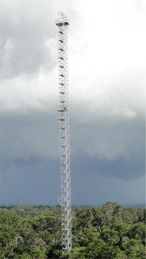 Vier 80 Meter hohe Türme sollen künftig den Riesenturm flankieren. Das BMBF fördert das Projektmit 4,5 Millionen Euro.
