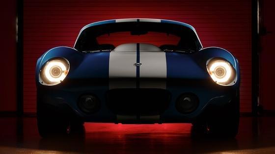 Front des Renovo Coupé: Das Auto im Look des legendärenShelby Daytona Cobra Coupé kommt 2015 als Elektrosportwagen auf den Markt.
