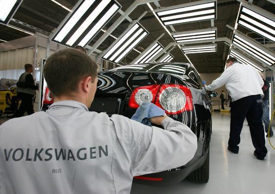 VW-Produktion im russischen Kaluga: Russland droht mit Sanktionen gegen westliche Autohersteller.