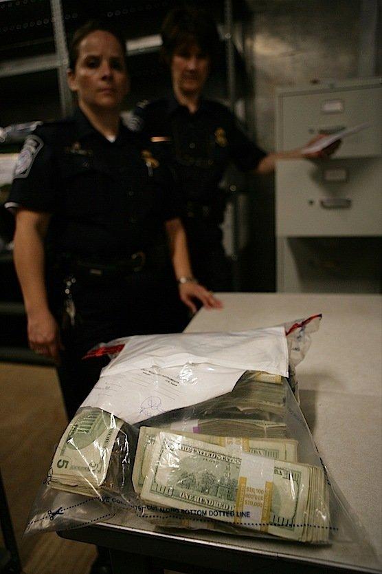 Jedes Jahr schmuggeln Kriminelle 30 Milliarden US-Dollar über die amerikanisch-mexikanische Grenze. Mit dem mobilen Detektor wollen die Zöllner die Schmuggler überführen.