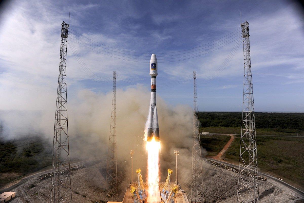 Start der Sojus-Trägerrakete 2012 in Kourou: Schon damals brachte die russische Rakete zwei Galileo-Satelliten in eine Erdumlaufbahn. Der Start der neuen Mission ist für Donnerstag, 14:31 Uhr MESZ geplant.