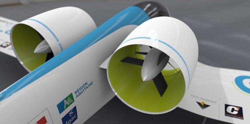 Die beidenTriebwerke am Heck der E-Fan und liefern laut Airbus 1,5 kN Schub. Die Maschine erreicht eine Höchstgeschwindigkeit von 220 km/h.