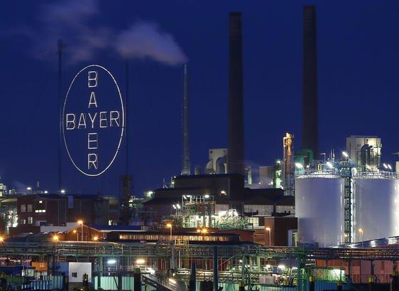 Der Chemie- und Pharmariese Bayer will seine Geschäfte mit rezeptfreien Medikamenten durch einen milliardenschweren Zukauf in den USA stärken. Von dem US-Pharmaunternehmen Merck & Co. werde der Konzern die Sparte rezeptfreie Arzneien zum Preis von 14,2 Milliarden US-Dollar (10,4 Mrd. Euro) übernehmen, kündigte Bayer in Leverkusen an.