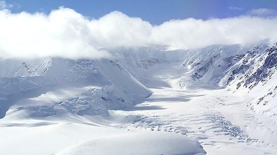 Luftaufnahme eines Gletschers auf der Antarktischen Halbinsel aus dem deutschen Forschungsflugzeug Polar 6 im November 2013. Seit 2009 hat sich der Eisverlust in der Antarktis verdreifacht.