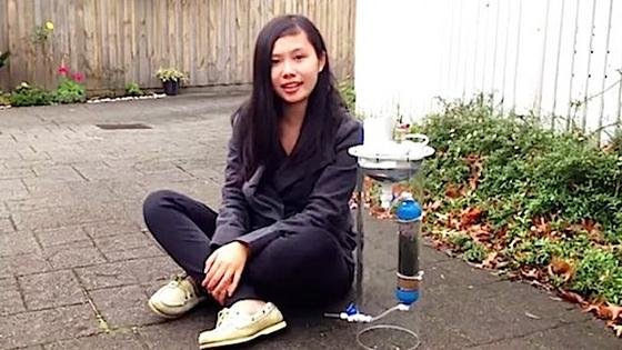 Cynthia Sin Nag Lam zählt zu den Finalistenim Google Science Fair-Wettbewerb. Sie entwickelte ein tragbares Gerät, das mit Hilfe der Photokatalyse Elektrizität erzeugt und gleichzeitig Wasser reinigt.