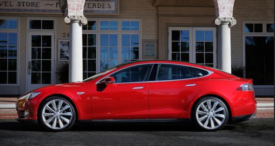 Ein Klick auf das Touchscreen des Smartphones soll zukünftig ausreichen, um den Motor des Tesla S zu starten. Zunächst funktioniert das allerdings nur bei iPhones von Apple.