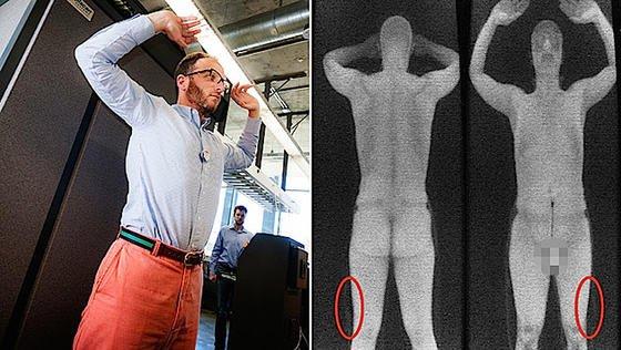 Testperson mit einer Waffe am Bein, die der Scanner nicht anzeigt.