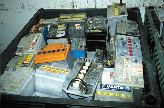 US-Forscher wollen Blei aus alten Autobatterien zur Herstellung von Solarzellen nutzen.