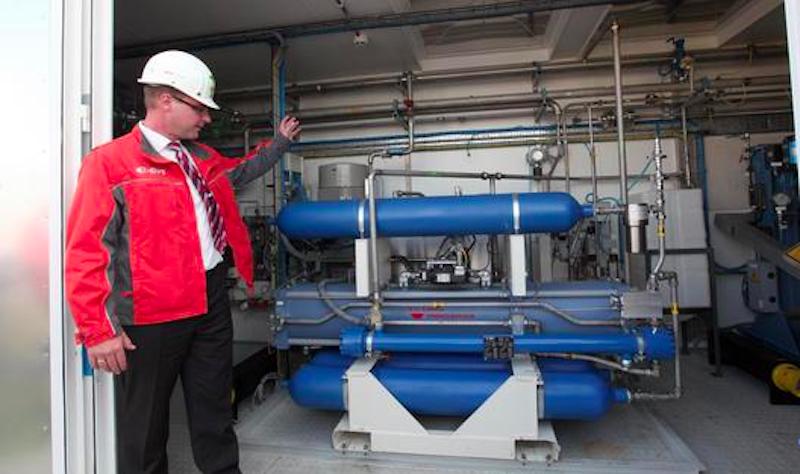 Die Wasserstoffanlage Power-to-Gas der Eon Gas Storage im brandenburgischen Falkenhagen bei Pritzwalk: Sie wird in den nächsten Jahren als Pilotanlage genutzt und soll pro Stunde rund 360 Kubikmeter Wasserstoff aus regenerativ erzeugtem Strom produzieren. Dieser lässt sich in einem nächsten Schritt zu synthetischem Methan weiterverarbeiten.