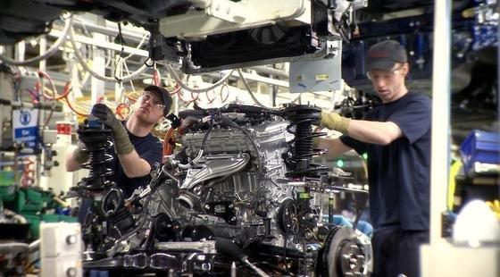 Im Toyota-Motorenwerk in Deeside in Wales werden jährlich rund 124.000 Motoren für die Modelle Auris und Avensis gebaut. Dank einer neuen Solaranlage liefert die Sonne rund zehn Prozent des Strombedarfs des Werkes.