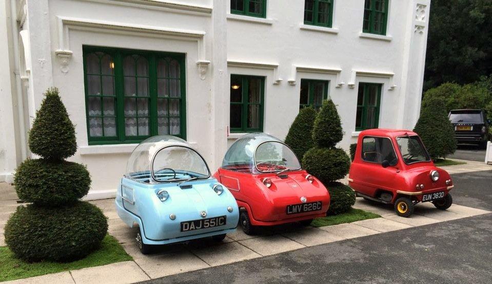 Den Peel gibt es in zwei Versionen: alsEinsitzer P50 und den Zweisitzer Trident. Und wer in das Auto vernarrt ist, der stellt sich gleich drei Modelle in den Vorgarten. Platz ist ja genug da.