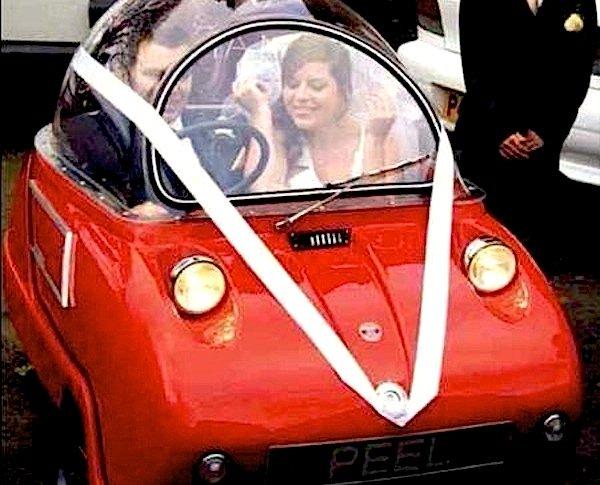 Eng, aber schön: In der zweisitzigen Version Trident hat sogar ein Hochzeitspaar Platz. Zumindest dann, wenn es sehr schlank und sehr verliebt ist.