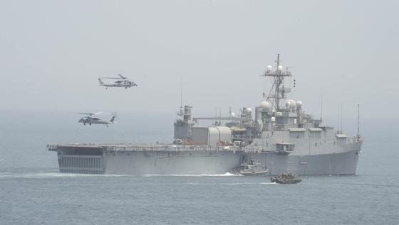 USS Ponce der US-Navy: Kriegsschiffe wie diese können sich in Zukunft mit dem Laser Adam gegen Angriffe kleiner Boote wehren, die beispielsweise dem Lenkwaffenzerstörer Cole zum Verhängnis wurden.