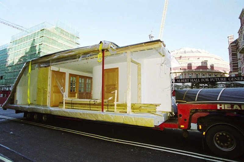 Die Wohnungen, die später aufs Dach gehoben werden, sind bereits komplett ausgestattet und können binnen zwei bis drei Wochen bezogen werden.