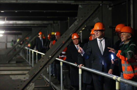 Bundesverkehrsminister Alexander Dobrindt ließ sich am 26.08.2014 in Leverkusen die Schäden an der maroden Rheinbrücke der Autobahn A1 beschreiben. Zu retten ist die Brücke nicht, eine halbe Milliarde Euro sollen in einen Neubau fließen.