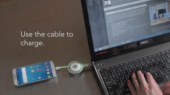 Der Akku im GOkey lädt sich selbst auf, wenn das Smartphone vollgeladen ist. Deshalb sollte man den Schlüssel so oft wie möglich als USB-Kabel benutzen, damit er immer einsatzbereit ist.