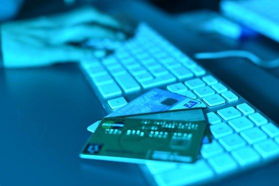 Das Bundeskriminalamt (BKA) registrierte 2013 insgesamt 64.426 Fälle von Cybercrime. Das ist nur eine Steigerung um rund einProzent gegenüber dem Vorjahr. Die Behörden gehen allerdings von einer etwa zehnfach höheren Dunkelziffer aus.