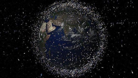 Die Europäische Raumfahrtagentur ESA geht davon aus, dass sich über 600.000 Objekte mit einem Durchmesser größer als ein Zentimeter in den Erdumlaufbahnen befinden. Dank des neuen Beobachtungssystems sollen Satelliten auf Kollisionskurs zukünftig rechtzeitig ausweichen können.
