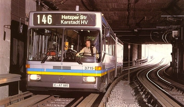 Zeitweise fuhren die Spurbusse sogar unterirdisch auf Strecken der U-Bahn.