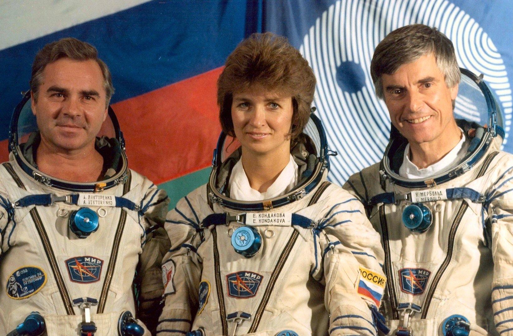 Die Astronauten Alexander Viktorenko, Velena Kondakova und Ulf Merbold (v.l.): 1994 mündete die enge Zusammenarbeit der ESA mit Russland in einen Flug zur russischen Raumstation Mir. Ulf Merbold wurde dadurch zum bekanntesten deutschen Astronauten.