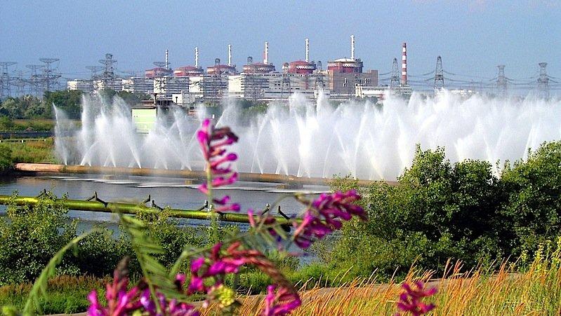 Saporischschja ist mit sechs Reaktorblöcken die größte Atomkraftanlage Europas. Die ukrainische Regierung hat die NATO bereits um Hilfe bei der Sicherung gebeten.