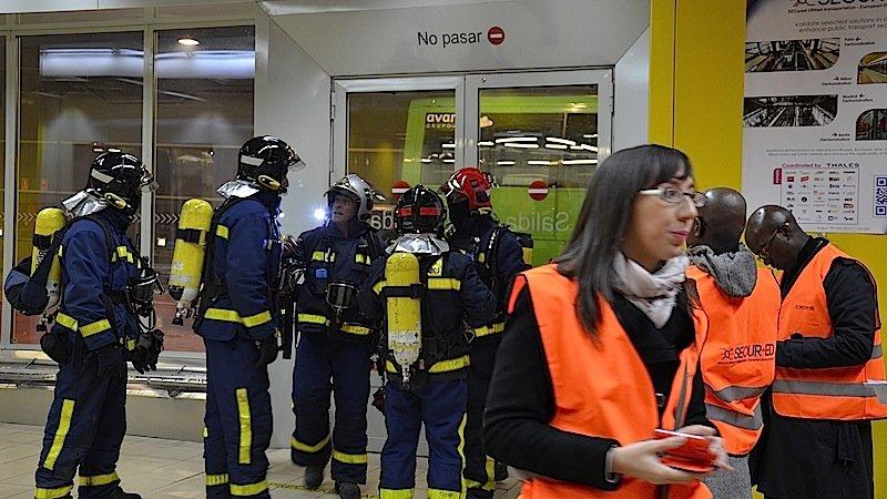 Feuerwehrleute bei einem Testlauf am Bahnhof in Madrid: Das EU-Forschungsprojekt Secur-ED soll für mehr Sicherheit auf europäischen Bahnhöfen sorgen.