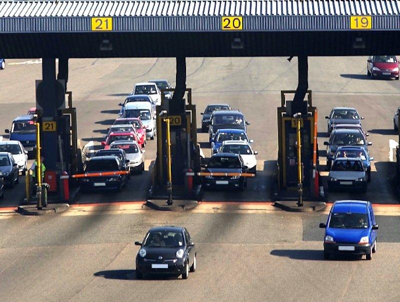 Gegenwärtig sind an britischen Straßen, Kreuzungen, entlang der Autobahnen, in Parkhäusern und Mautstationen schon 8000 ANPR-Kameras installiert, die den Verkehr und die Kennzeichen erfassen. Jetzt werden auch alle Polizeifahrzeuge im Land mit ANPR-Kameras ausgerüstet.