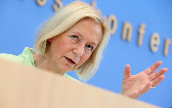 Bundesforschungsministerin Johanna Wanka (CDU) stellte am 3. September 2014 in Berlin die neue Hightech-Strategie der Bundesregierung vor: Allein 2,2 Milliarden Euro sollen Forschungsprojekten zum gesunden Leben zugute kommen.