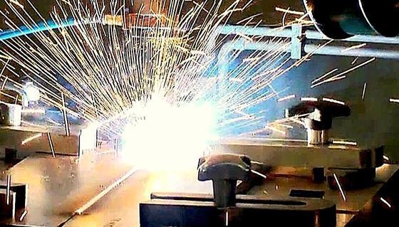Schweissen Von Spezialstahlen Induktionsspule Warmt Vor Ingenieur De