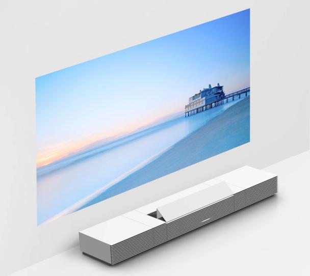 Nicht gerade ein Schnäppchen: SonysBeamer LSPX-W1S ist rund zwei Meter lang, hübsch verpackt und soll 50.000 US-Dollar kosten.