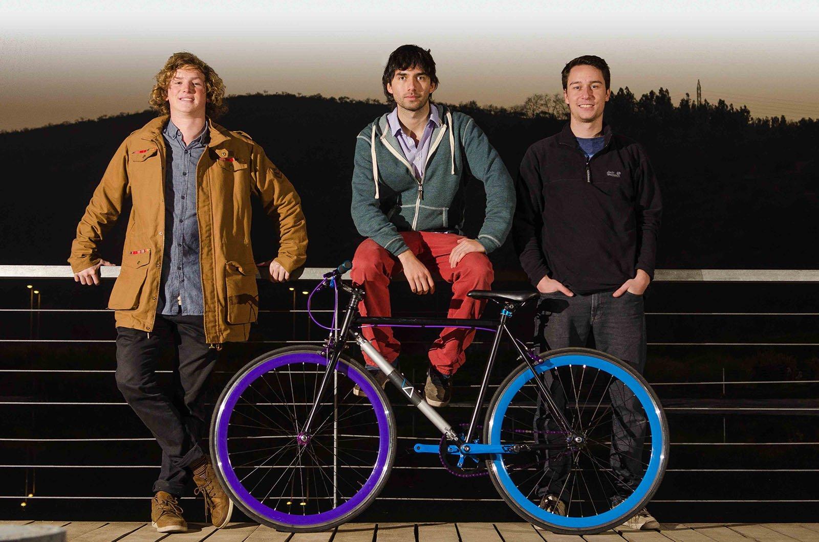 Sie haben das diebstahlsichere Fahrrad erfunden: die StudentenAndrés Roi Eggers, Juan José Monsalve and Cristobal Cabello (v.l.n.r.).