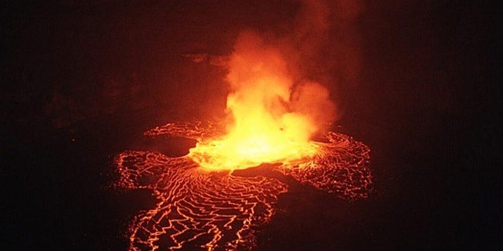 Lavasee am Vulkan Nyiragongo: Der sehr aktive Vulkan liegt direkt neben dem Kivusee, der große Mengen Methan speichert