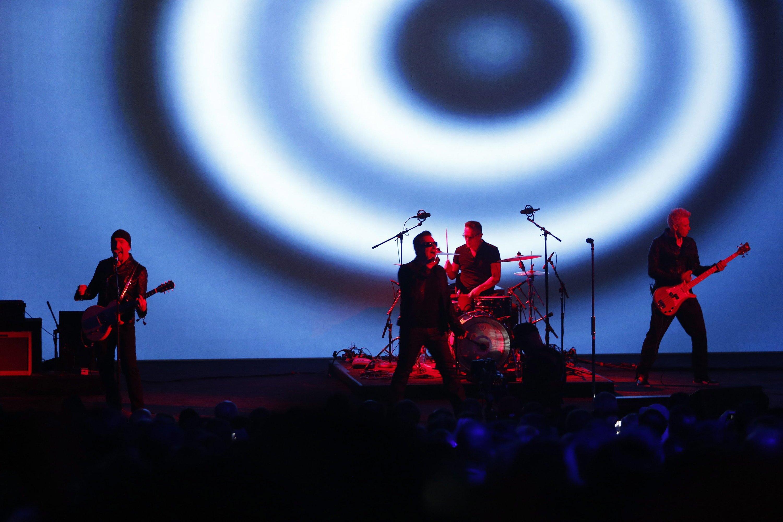Nach der Präsentation der Apple-Produkte war die Bühne frei für sie Rockband U2. Auch sie haben etwas Neues: das Album