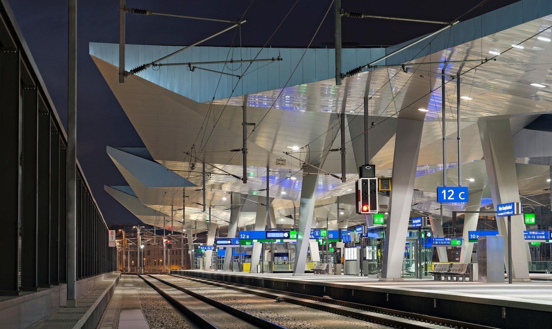 Ruhe vor dem Sturm im neuen Hauptbahnhof Wien: Das Bauwerk ist nur unwesentlich teurer geworden als geplant. Seinen Betrieb nimmt der Bahnhof Mitte Dezember auf.