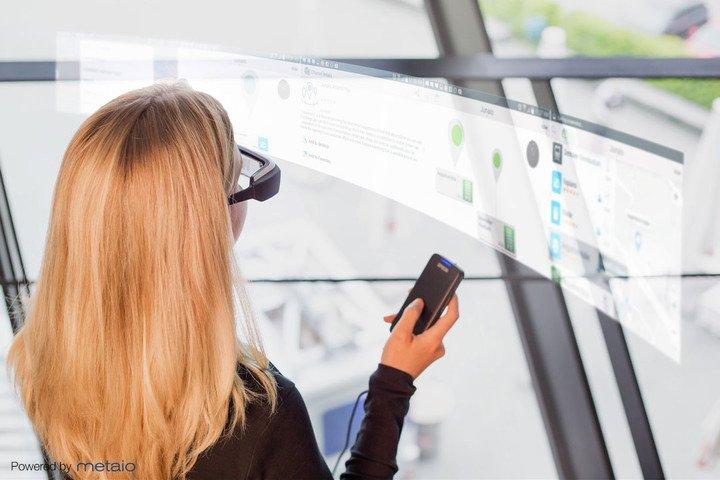 Die neue Datenbrille Moverio BT-200 ist nach der Moverio BT-100 aus dem Jahre 2012 die zweite Datenbrille, die Epson herausgebracht hat.