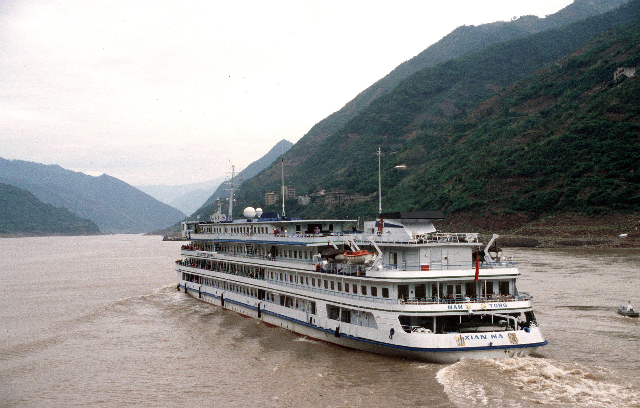 Der Jangtse ist der längste Fluss Chinas. Die dort fahrenden Binnenschiffe benötigen jedes Jahr 3,36 Millionen Tonnen Treibstoff – meist fahren sie mit billigem Schweröl.