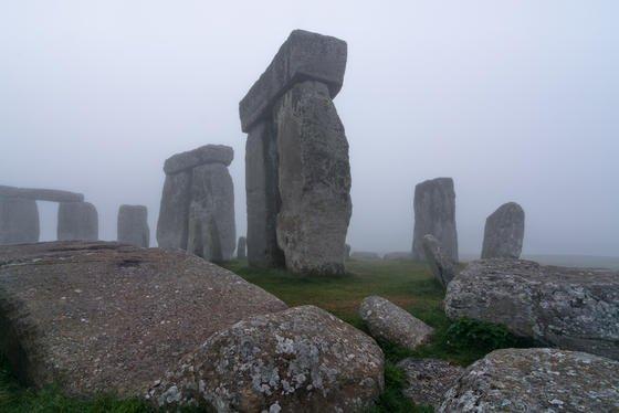 Stonehenge ist ein über 3800 Jahre altes Bauwerk aus der Jungsteinzeit – über die Funktion rätseln Forscher seit Generationen. Die neue Umgebungskarte zeigt 17 weitere bislang unbekannte Holz- und Steinstrukturen.