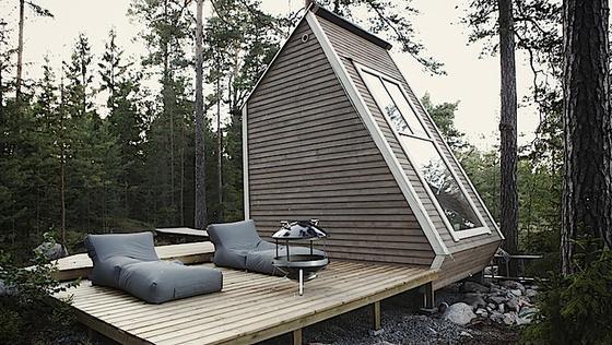 Imsüdfinnischen Sipoo ist es idyllisch: Hier steht mitten im Wald dasNido House des finnischen Designers Robin Falck. Die Grundfläche beträgt nur neun Quadratmeter.