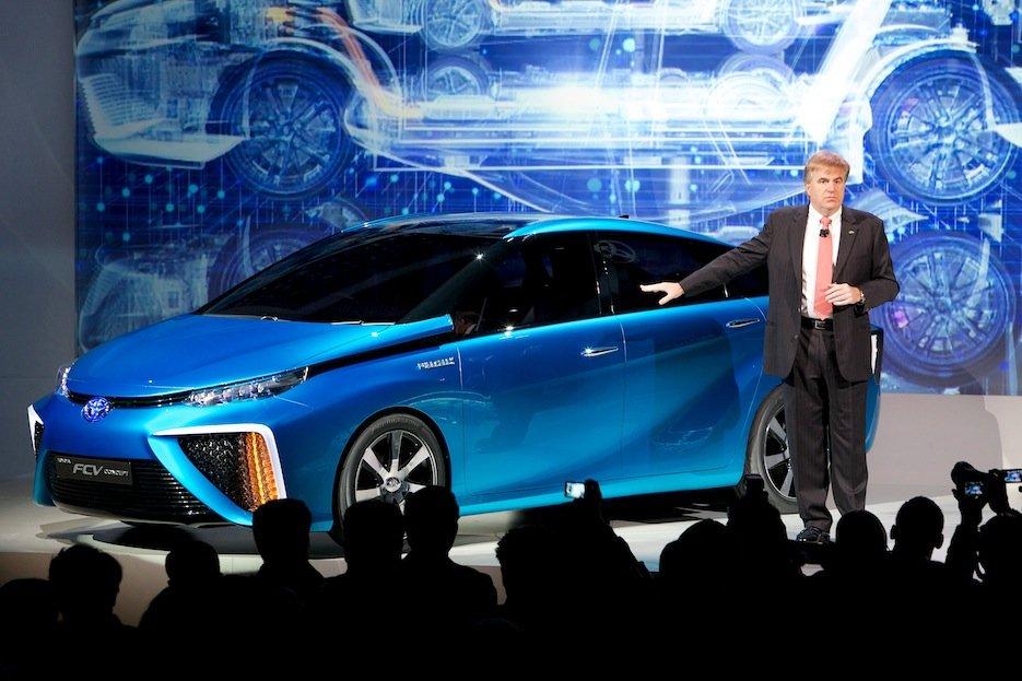 Toyota-Modell mit Brennstoffzelle: Der Hersteller will weiterhin neue Techniken ins Auto bringen, plant aber kein fahrerloses Automobil.