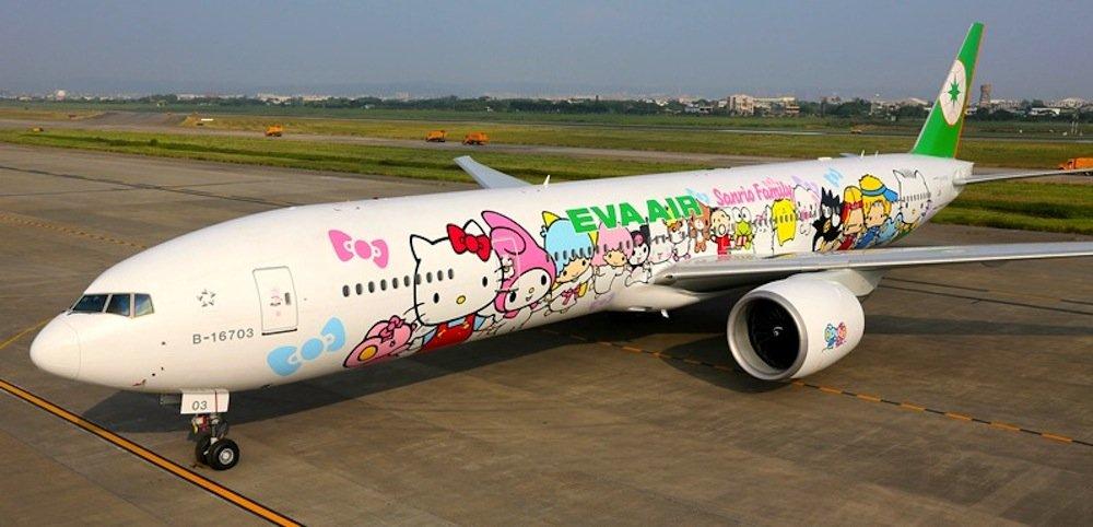 Eva Air fliegt mit einer bunt lackierten Boeing 777-300ER zwischen Paris und Taipeh.