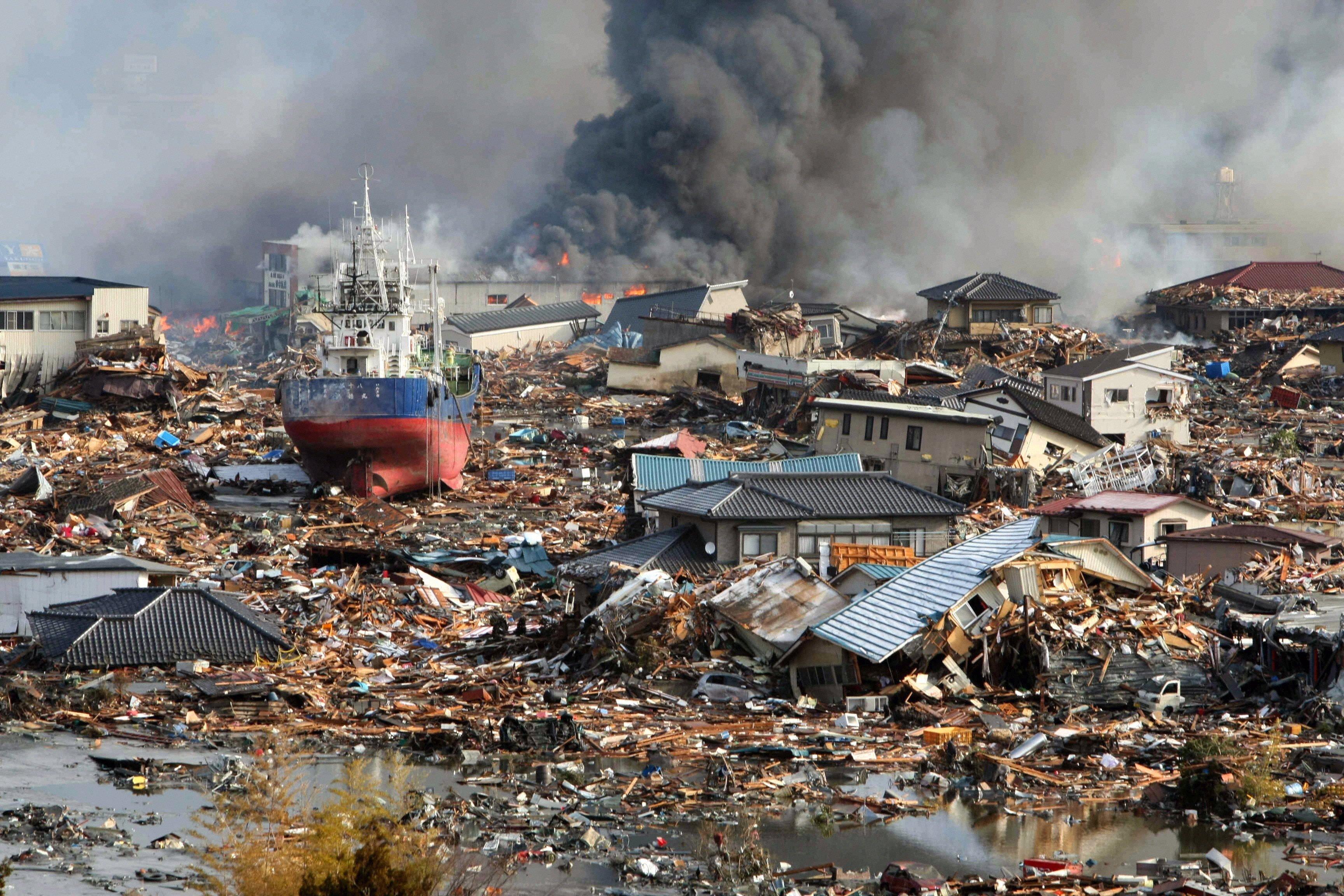 Die zerstörte KüstenstadtKisenuma nach dem japanischen Tsunami am 11. März 2011: Mit neuen Techniken wollen japanische Forscher den Verlauf von Tsunami-Wellen besser vorhersagen.
