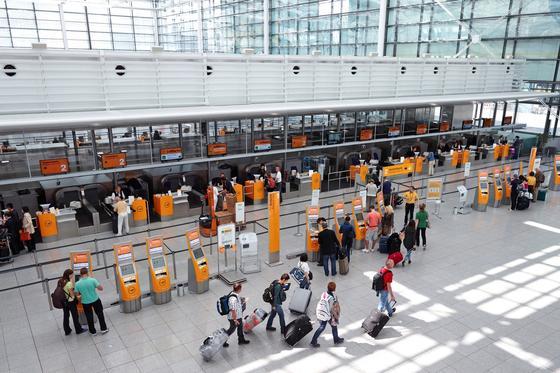 Check-in am Flughafen: Wer eilig den Koffer gepackt hat, erlebt vielleicht eine böse Überraschung und muss wegen Übergewichts kräftig nachzahlen. Ein neuer Koffer mit integrierter Waage soll Abhilfe schaffen.
