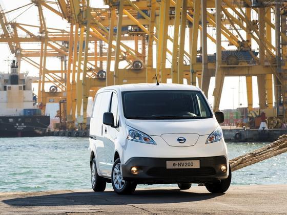 Die Hafenstadt Rotterdam will Dreckschleudern durch Elektroautos ersetzen. Der ElektrovanNissan e-NV200 kostet deshalb Stadtbewohner derzeit nur 4950 Euro.