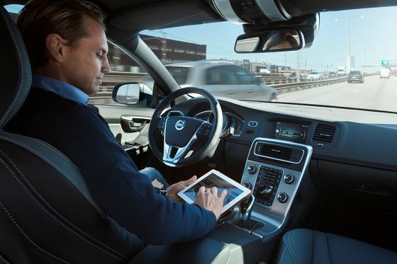 Autonomes Fahren:Kalifornien hat jetzt Testfahrten auf allen öffentlichen Straßen erlaubt.Volvo lässt seit dem Frühjahr bereits 100 autonome Fahrzeuge täglich durch Göteborg fahren.
